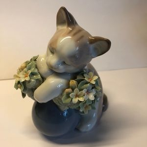 Lladro Sleepy Kitten porcelain animal figurine
